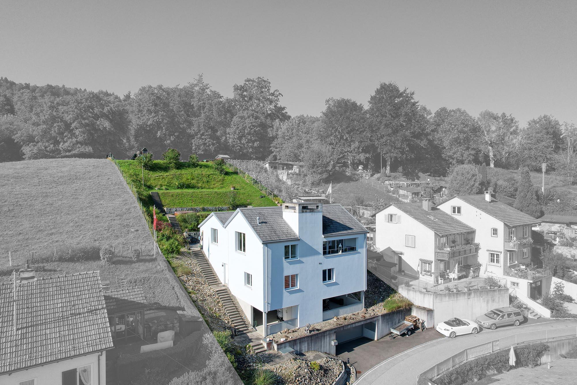 Das Einfamilienhaus ist freistehend und bietet einer Käuferin oder einem Käufer viel Privatsphäre.