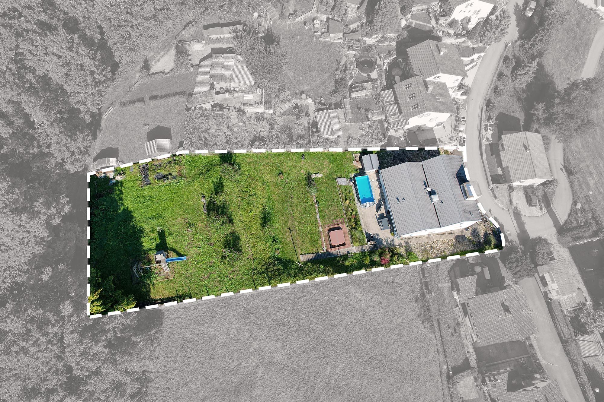 Grundstück des Einfamilienhauses (zu verkaufen)